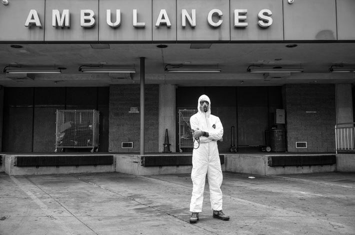 « Nos collègues tombent malades et meurent. Tout comme nos patients. C'est terrifiant », dit Rob Gore, médecin ...