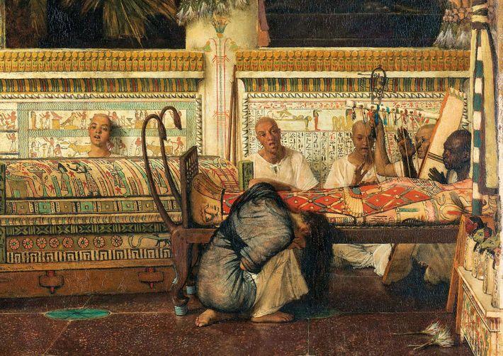 Une veuve égyptienne pleure son mari momifié dans cette œuvre de 1872 de Lawrence Alma-Tadema. Malgré ...