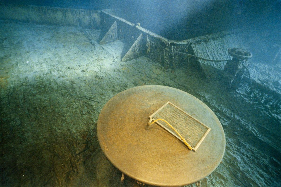 En 1986, Bob Ballard et le Club des Explorateurs ont laissé une plaque commémorative sur le ...