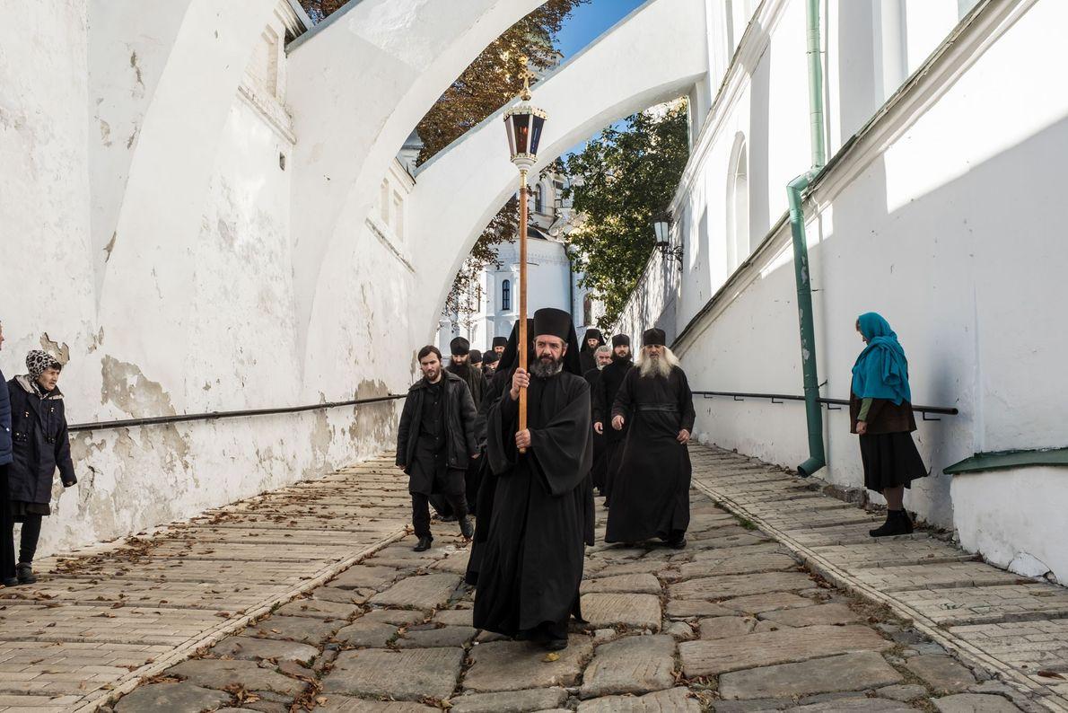La laure de Kievo-Pechersk abrite un monastère actif qui compte plus d'une centaine de moines. Ici, ...