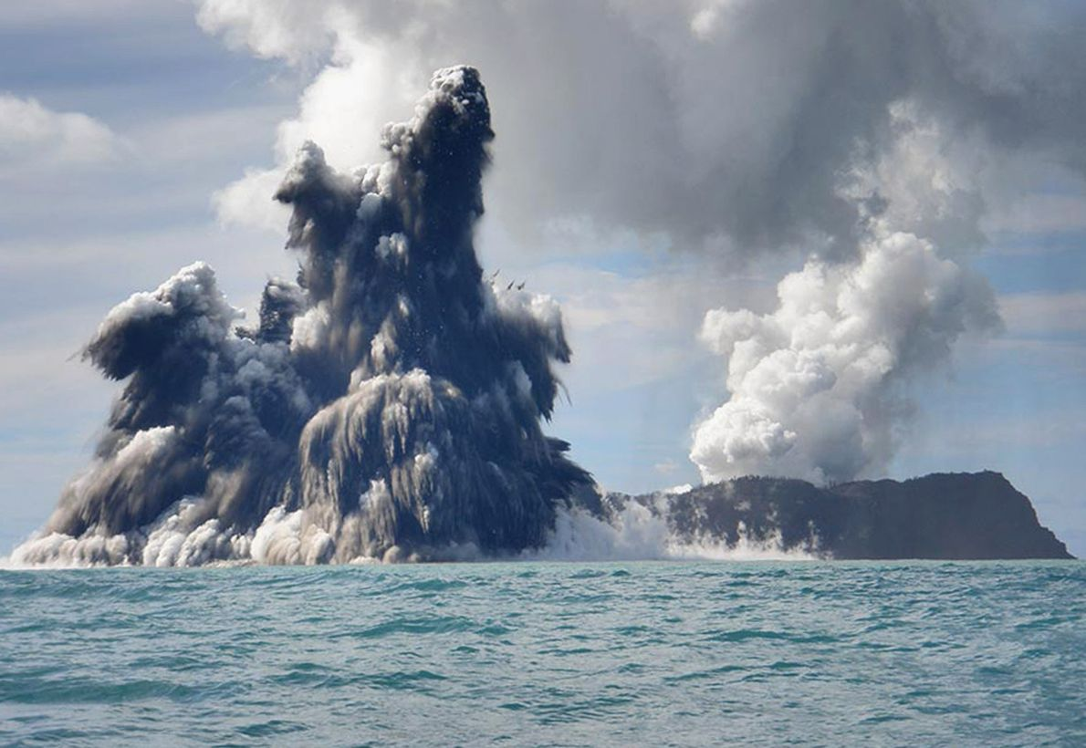 Alors que les terres du monde entier sont constellées d'une multitude de volcans, les océans en ...