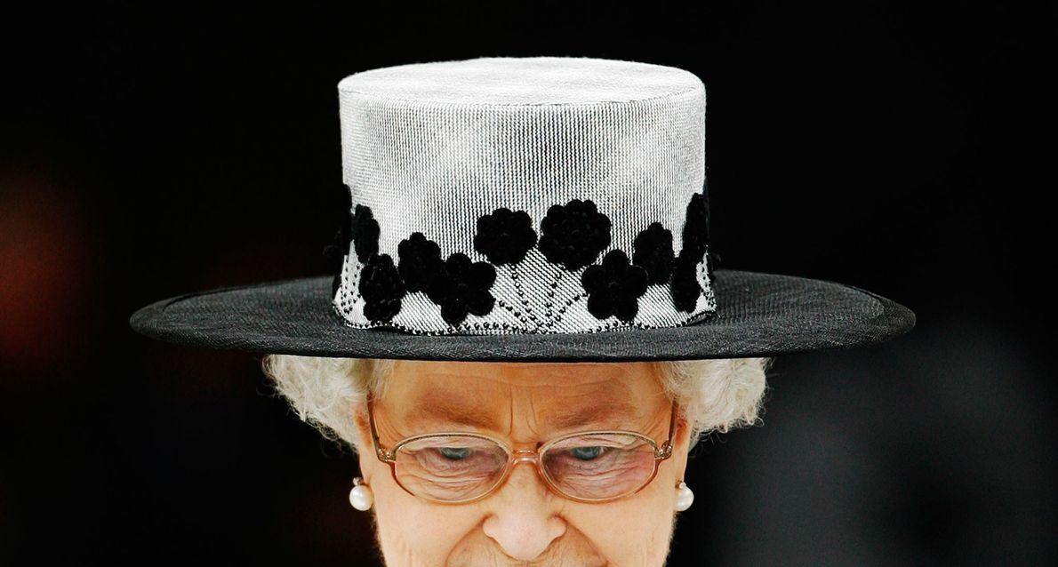 La Reine Elizabeth II part après un service marquant la fin des opérations en Irak