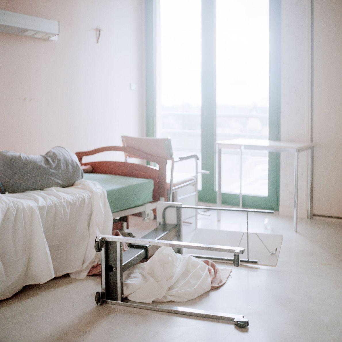 La chambre d'un résident à 7h du matin, après une longue nuit.