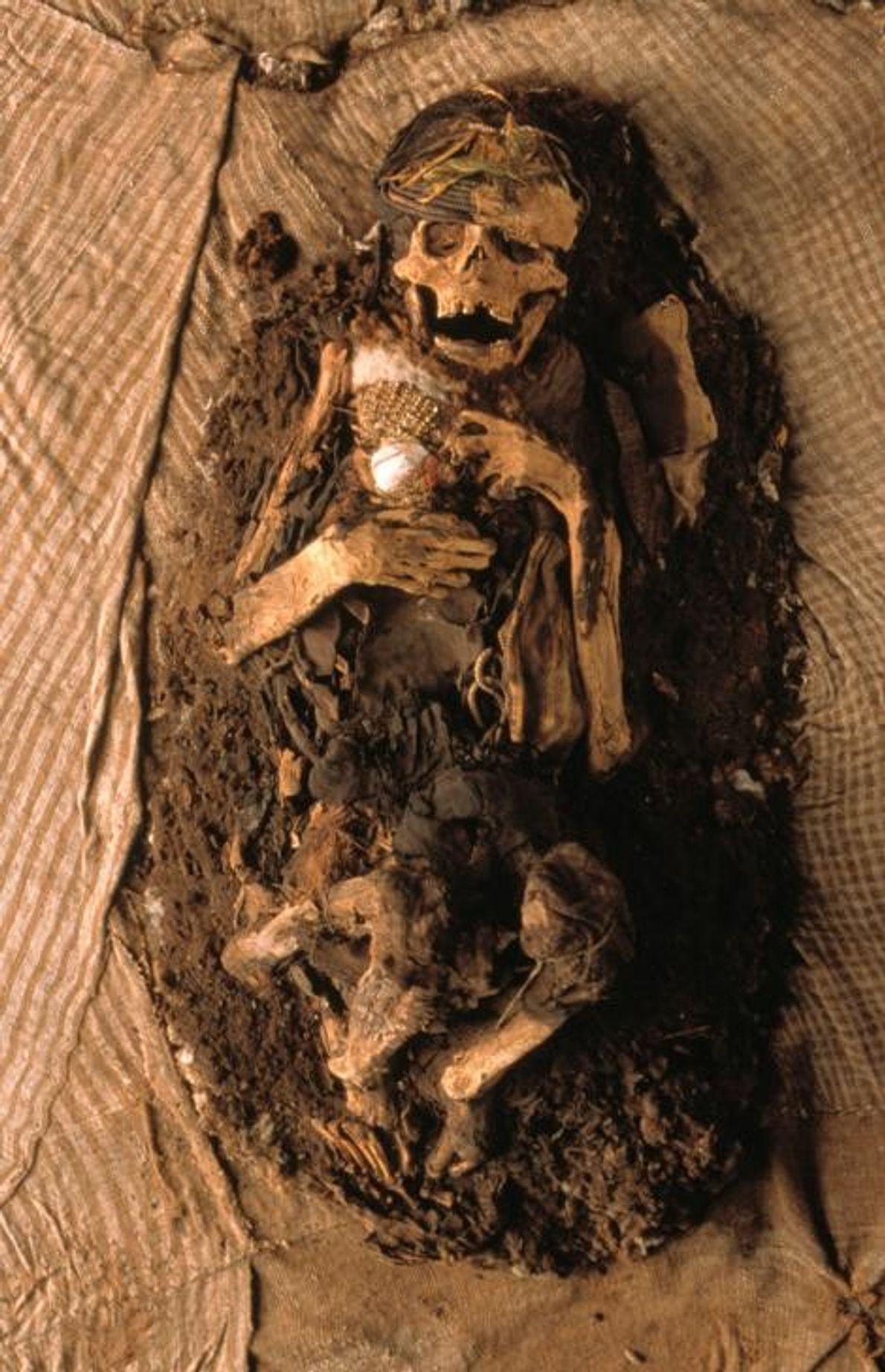 Une momie inca mise au jour à Lima, au Pérou. Les hommes, les femmes et les ...