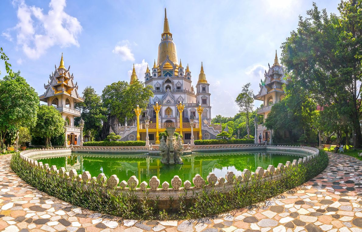 En bord de rivière à 45 minutes à l'est de Hô Chi Minh-Ville se trouve la pagode ...