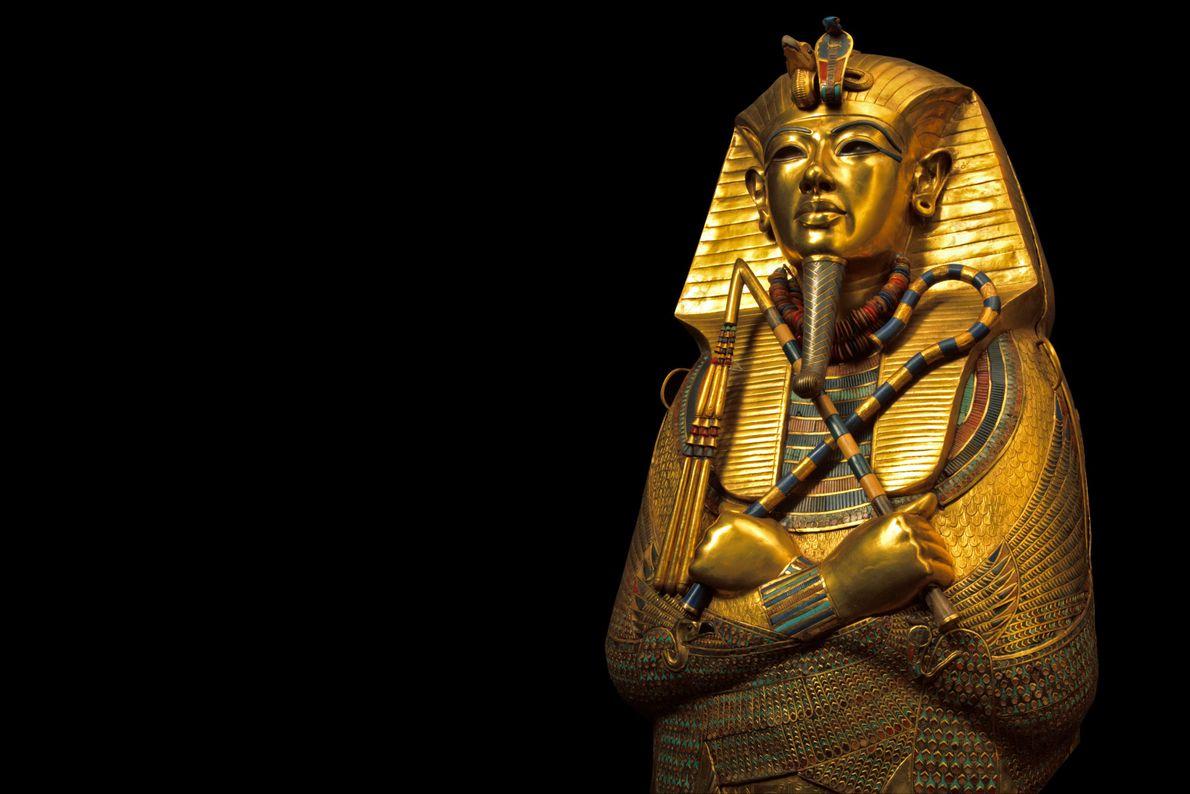 Le masque funéraire de Toutânkhamon, qui pèse près de 10 kilos, est certainement l'objet le plus ...