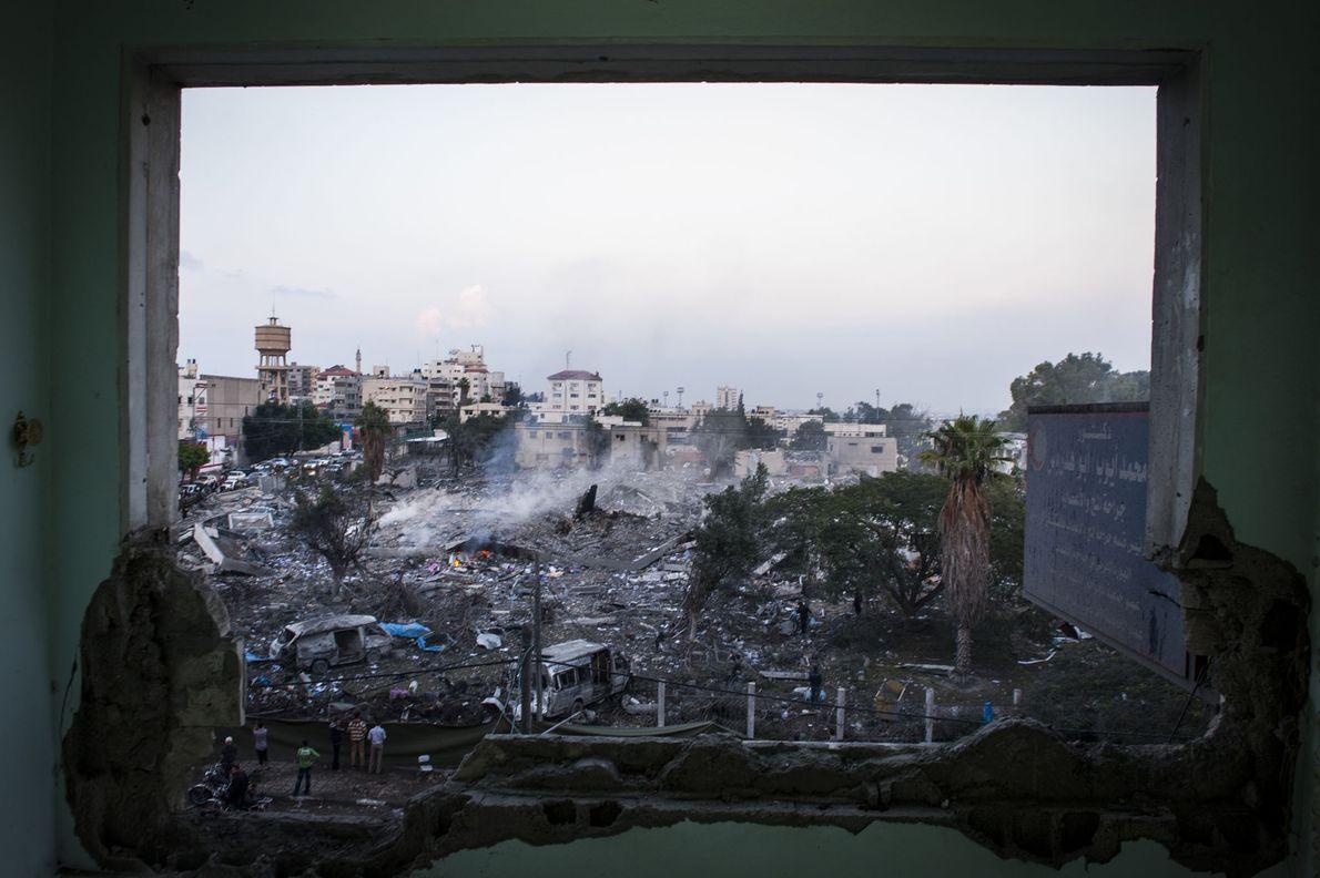 En 2012, quelques heures après la déclaration d'un cessez-le-feu entre le Hamas et Israël, les habitants ...