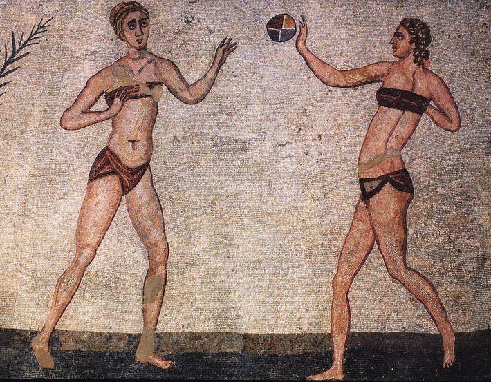 Il était admis que les Romaines fassent un peu de sport dans les jardins des thermes, ...