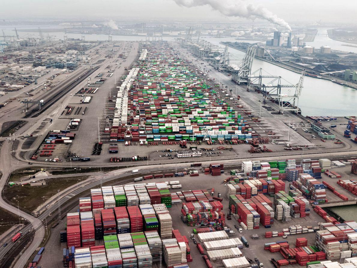 Le statut de principal exportateur de denrées alimentaires des Pays-Bas est inextricablement lié au port de ...