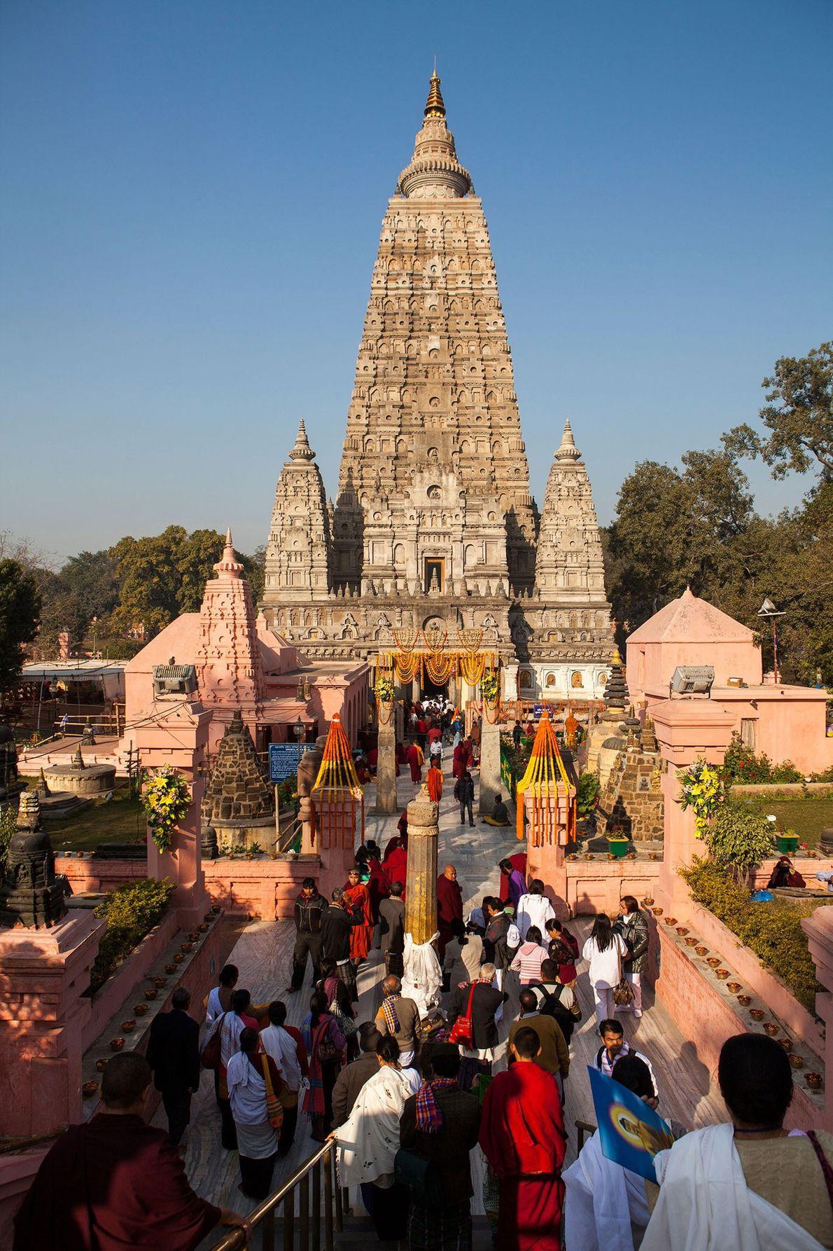Le temple de la Mahabodhi est l'un des sites les plus sacrés du pèlerinage bouddhiste, érigé ...