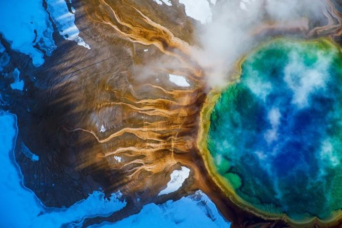 La Grand Prismatic Spring de Yellowstone est la plus grande source d'eau chaude des États-Unis et ...