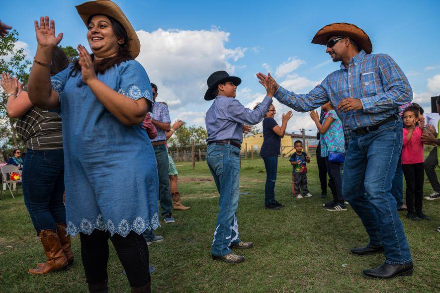 À Tomball, des musulmans assistent à un pique-nique texan dans une ferme.