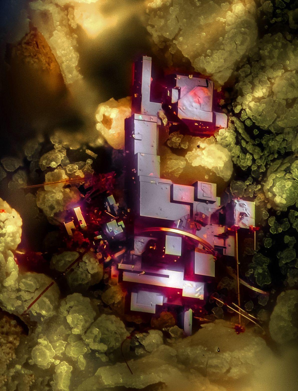 Sur cette image créée par Emilio Carabajal Márquez, le cristal rouge aux allures futuristes est de ...