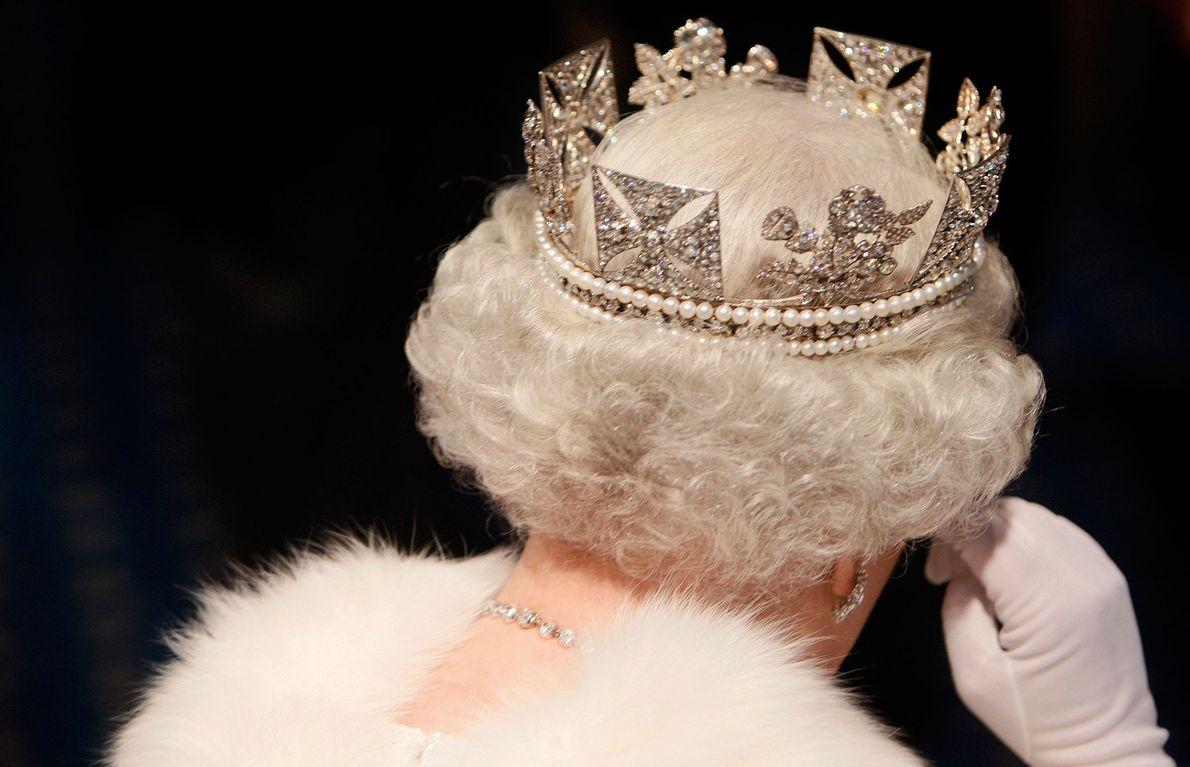 Photo de la Reine Elizabeth II quittant le Parlement