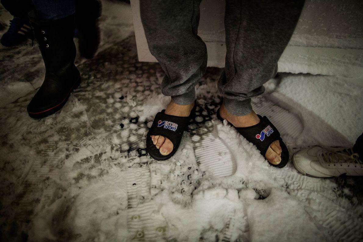 Images de sandales dans la neige