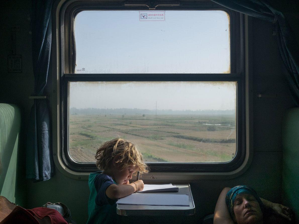 Au cours des derniers kilomètres d'un voyage en train de cinq jours à travers la Chine, ...