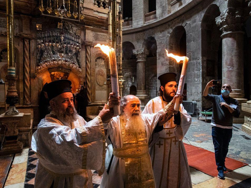 Malgré la pandémie, le Feu sacré de Jérusalem a parcouru le monde orthodoxe