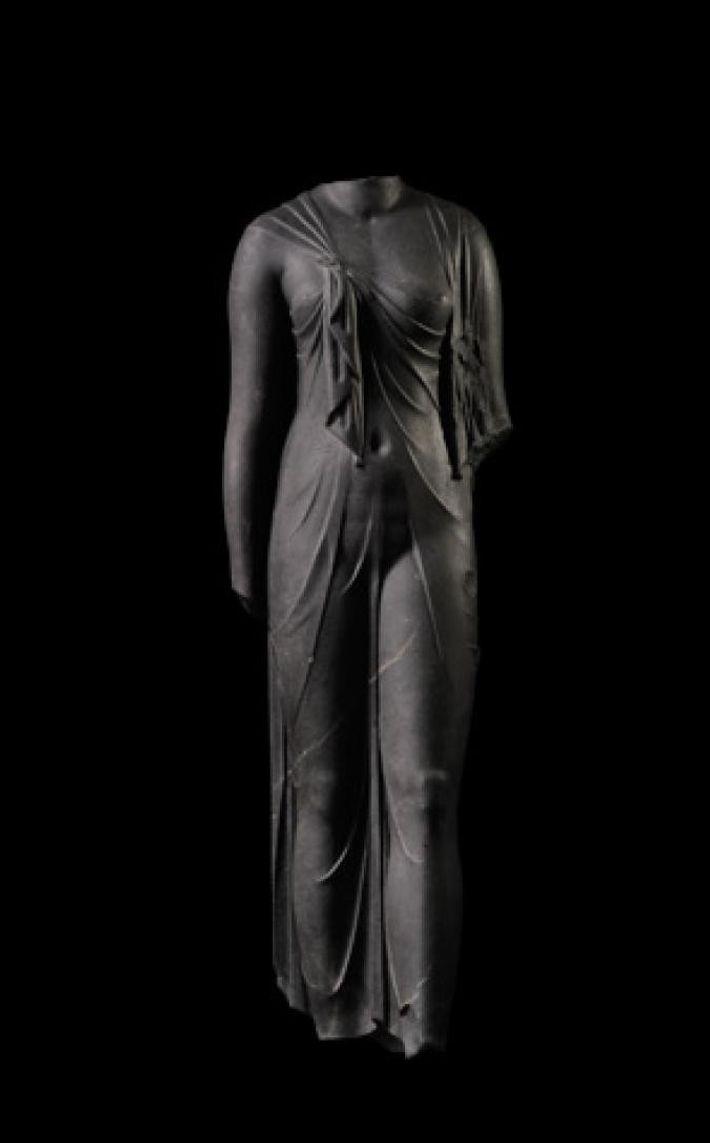 Légèrement plus grande que la taille réelle, une statue de pierre de Canopus au troisième siècle ...