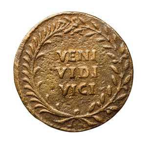 Les mots Veni, vidi, vici - « Je suis venu, j'ai vu, j'ai vaincu » - sont gravés ...