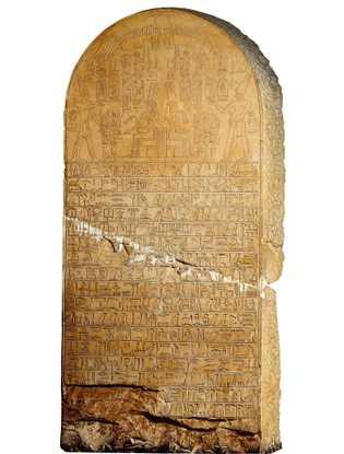 La stèle d'Ahmose du temple de Karnak représente un roi présentant des offrandes à sa grand-mère, ...
