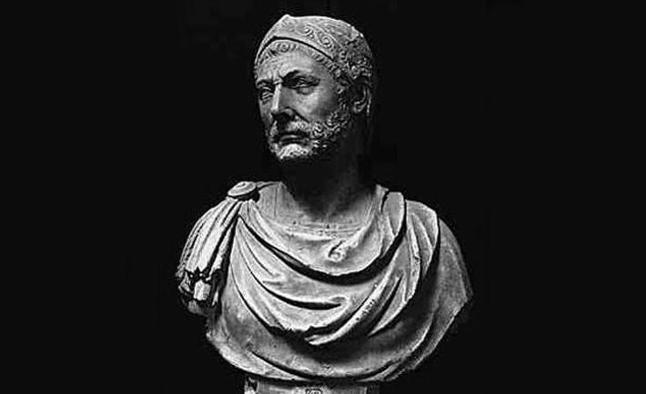 Buste trouvé à Capoue, actuellement au musée archéologique national de Naples, et représentant Hannibal.