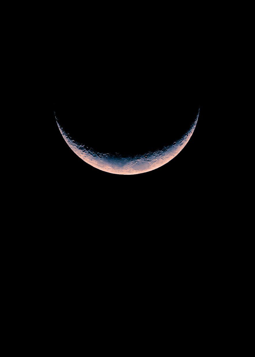 Le croissant de Lune descend bas au-dessus de la Station Kepler.