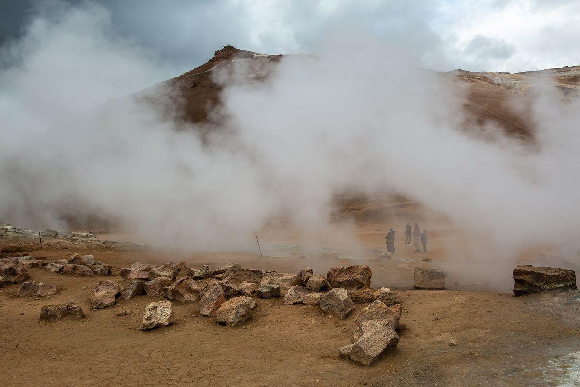 Les visiteurs de Húsavík, une ville de la côte nord de l'Islande, sont submergés par la ...