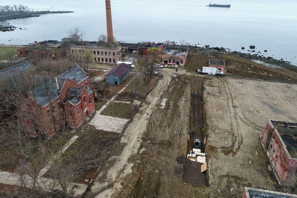 Environ un million de personnes sont enterrées sur Hart Island, dont la superficie dépasse légèrement les ...