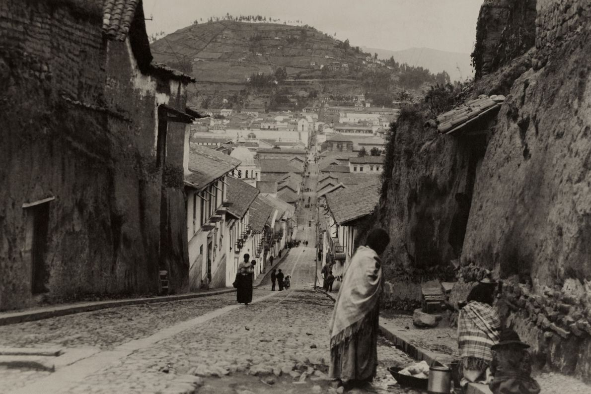 Cette photo de Quito a été prise en 1921, près de 3 500 ans avant la ...