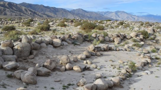 Observé depuis le sol, le site archéologique situé dans la province de Xinjiang, dans le nord-ouest ...