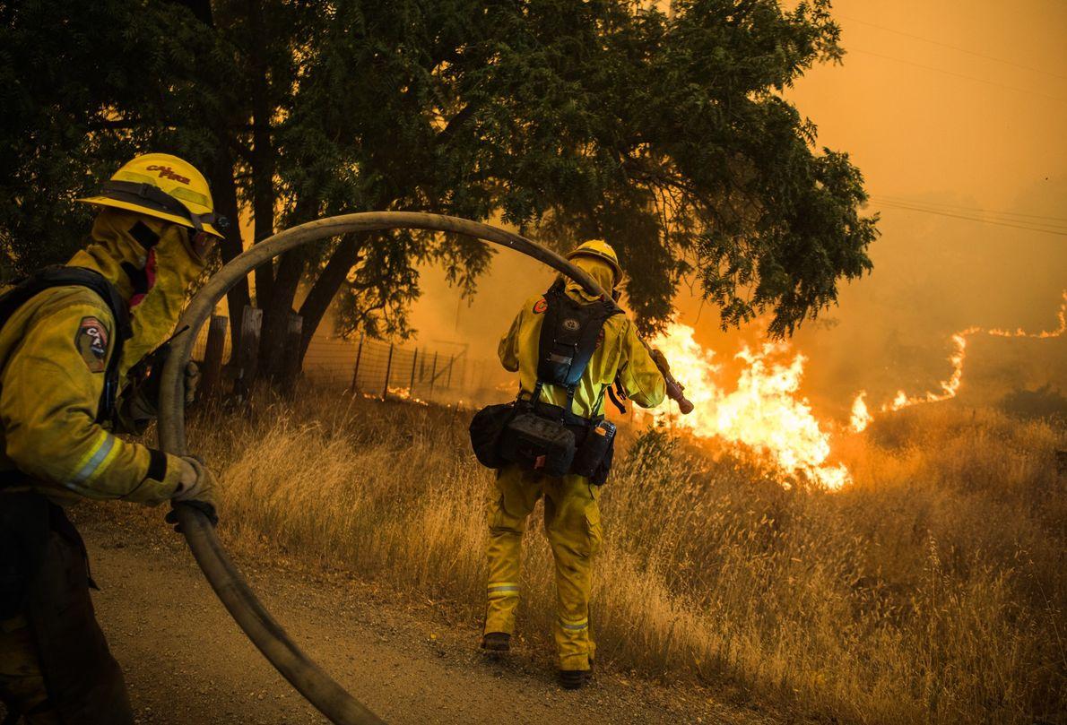 Les pompiers californiens sont mobilisés pour éteindre les flammes alors que l'incendie River avance en direction ...
