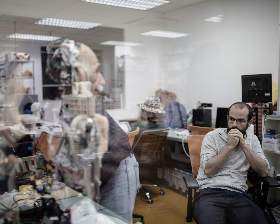 Hanson Robotics a également créé un robot humanoïde ressemblant au célèbre physicien Albert Einstein, qui a ...