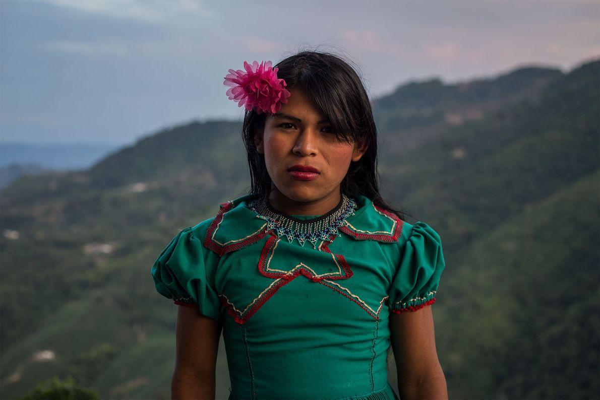 Enfant, Angélica ne se sentait pas à l'aise lorsqu'elle était habillée en garçon. Adolescente, elle a ...