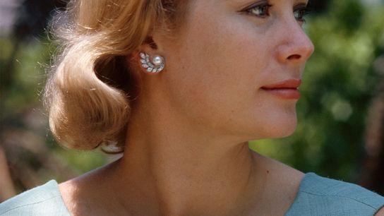 Née en 1929 dans le quartier aisé d'East Falls à Philadelphie, Grace Kelly a mis un ...