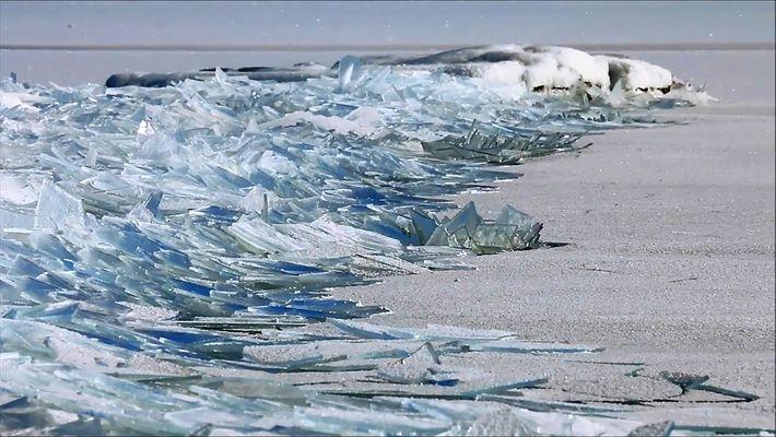 D'étranges et beaux éclats de glace s'empilent sur le Lac Supérieur