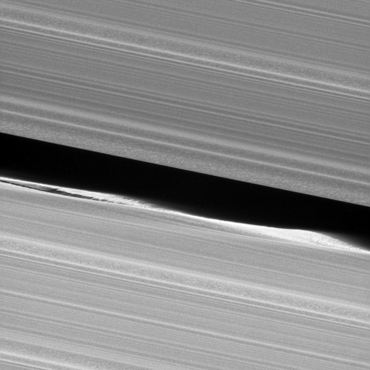 Alors que Cassini se prépare à descendre sur Saturne pour s'y crasher, il a permis la ...