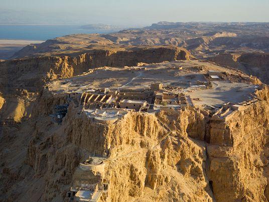 Massada, la forteresse légendaire du désert de Judée
