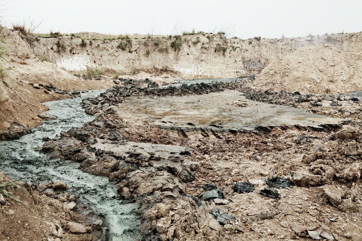 Les produits chimiques se répandent dans l'une des tanneries de Kanpur, et se retrouvent dans les ...