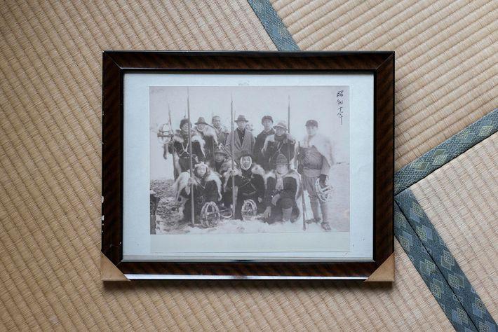 Un groupe de chasseurs matagis photographiés au début du 20e siècle. À l'époque, ils chassaient essentiellement ...