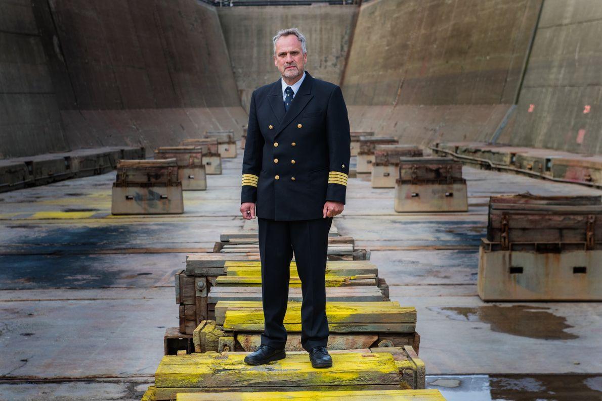 Le Capitaine Stefan Schwarze tient la barre du Polarstern depuis 2005. Il contribue à l'expédition MOSAiC ...