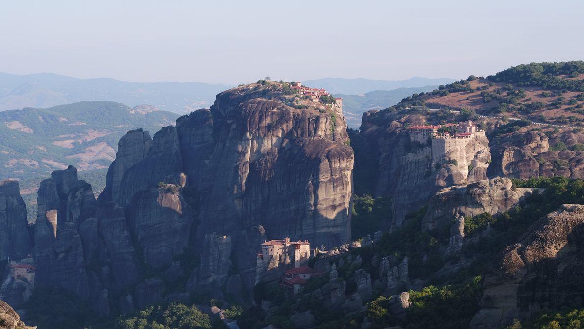 Grèce : les Hommes ont tiré profit de la formation géologique singulière des Météores pour construire des monastères ...