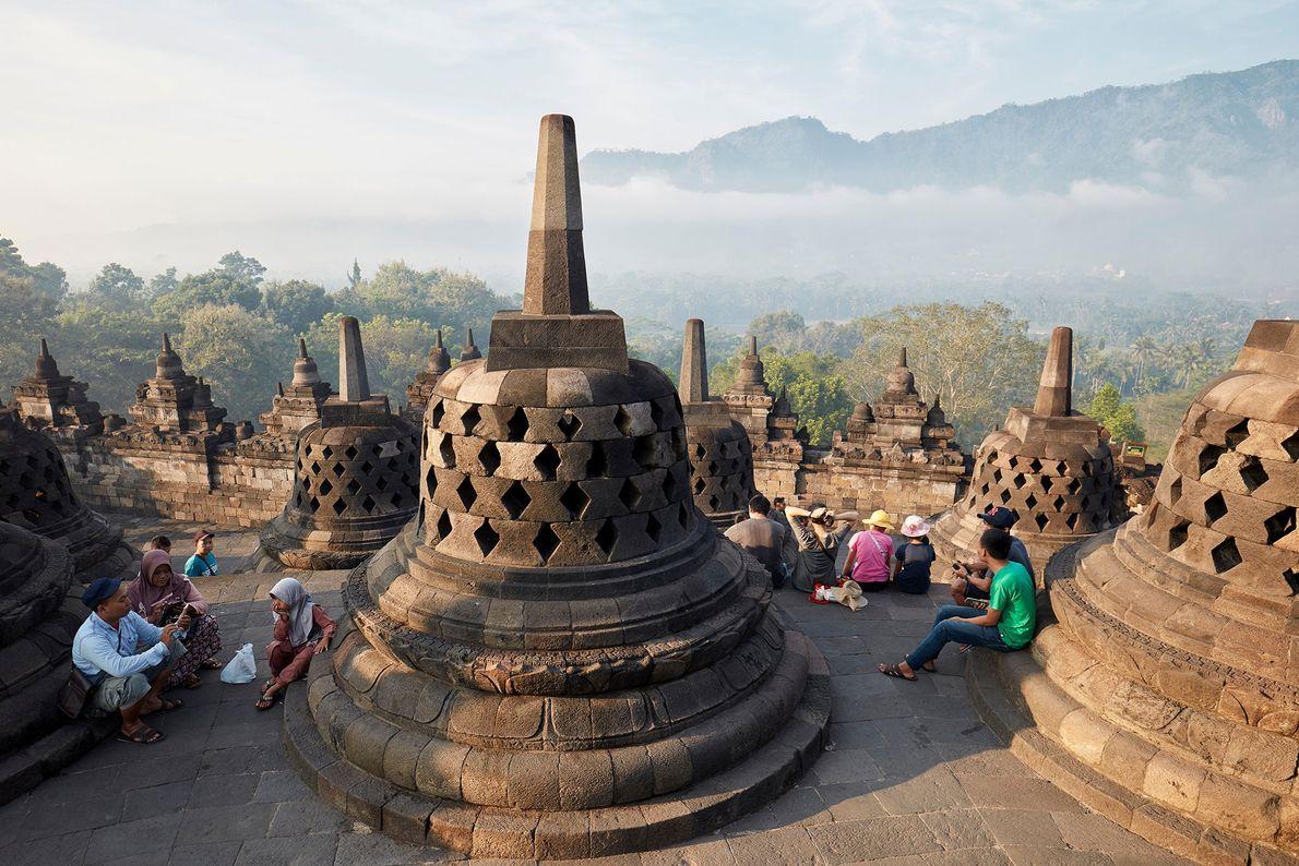 Installé dans la province indonésienne de Java central, le temple de Borobudur est le plus grand ...