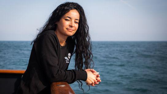 Portrait en mer de Lamya Essemlali, présidente de Sea Shepherd France