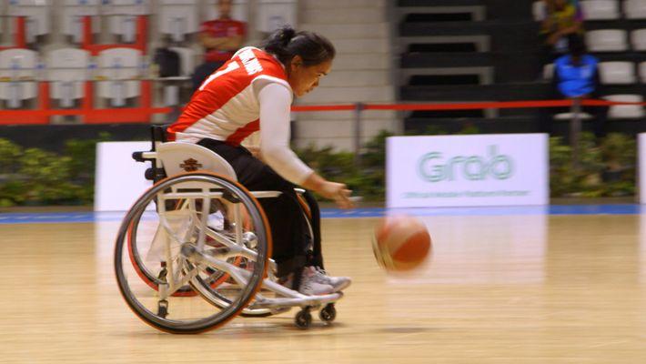 Partez à la rencontre de la première équipe féminine de basketball en fauteuil roulant du Cambodge