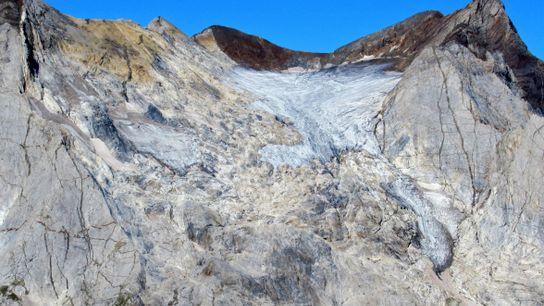 Le glacier d'Ossoue (massif du Vignemale, Pyrénées françaises) en 2019. Entre 2002 et 2019  il a ...