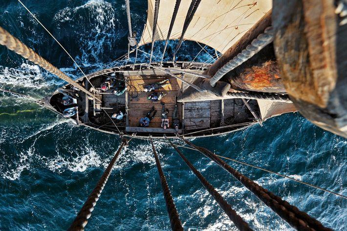 Marins intrépides, les Vikings utilisèrent des bateaux semblables à cette réplique pour atteindre le nouveau Monde, ...