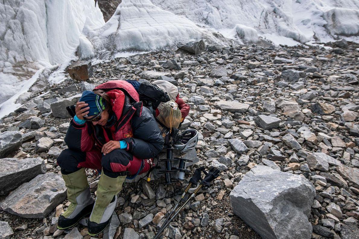Gerlinde Kaltenbrunner prend une pause bien méritée après avoir réussi l'ascension du K2.