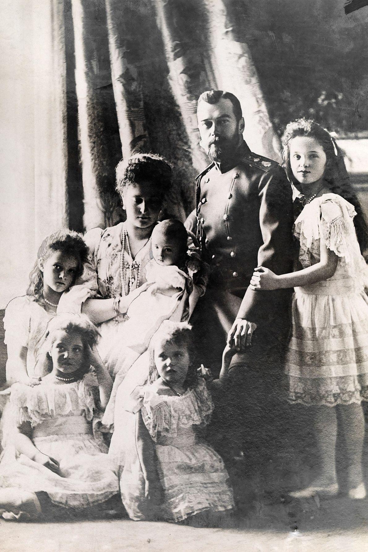 Sur ce cliché datant du début du XXe siècle pris en Russie, le Tsar Nicholas II ...