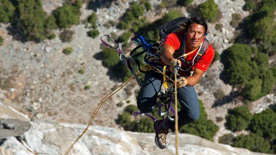 Jimmy Chin , réalisateur et aventurier, escalade la paroi Pacific Ocean Wall d'El Capitan, au cœur du ...