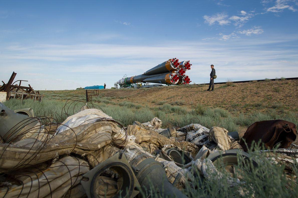 Le 13 mai 2012, la fusée Soyouz TMA-04M est acheminée par un train jusqu'à la rampe ...